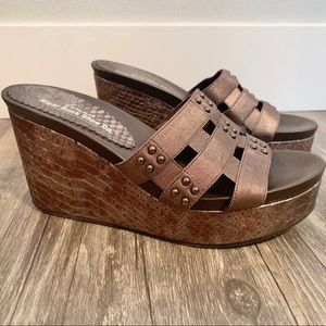 Right Bank Shoe Co like new wedges
